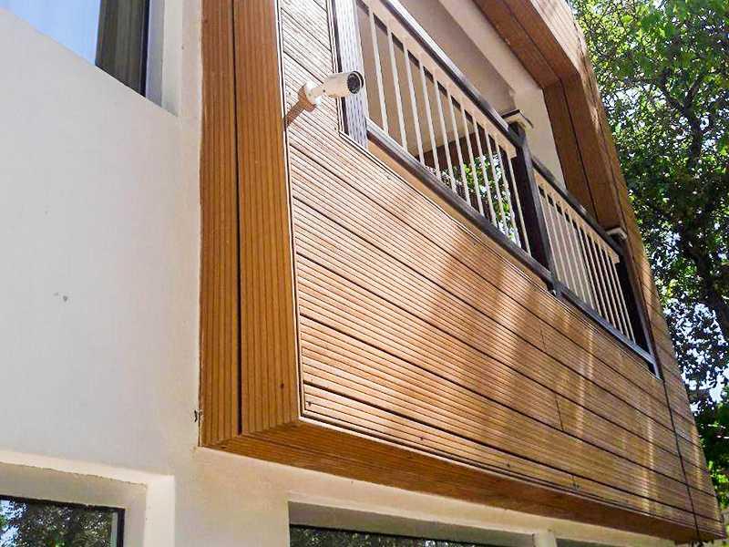 نمای نزدیک محوطه بیرونی چوب پلاست