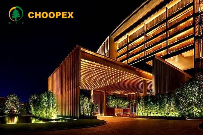 معرفی چوب پلاست برای طراحی ورودی هتل